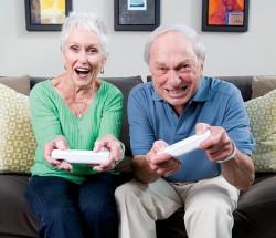 Video Oyunu Oynayan Yaşlıar