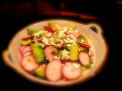 Detoks İçin Avokado Turp Salatası